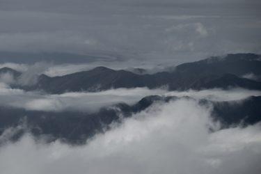 高原から眺めた層雲の絶景を想像する壮大なポップバラート「層雲の谷」